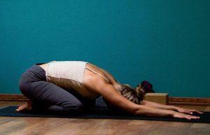 4 posições de yoga para um sono tranquilo