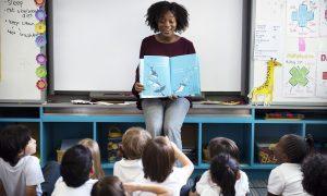 Pedagogia trabalha com criança?